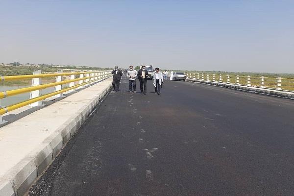 مدیرکل راهداری و حمل و نقل جادهای سیستان و بلوچستان:احداث سه پل بزرگ در جاده های استان